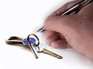 hand_key_house_keys_220037